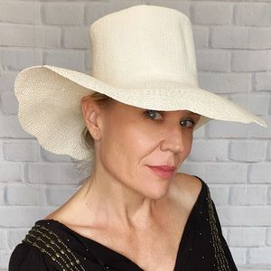 Fabulous Vintage Ivory Straw Sun Hat